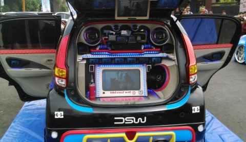 Modifikasi Daihatsu Xenia Audio dan Pintu
