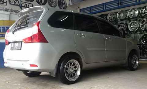 Modifikasi Daihatsu Xenia Silver Velg