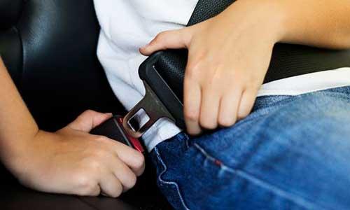 5. Jangan Meletakkan Seat Belt di Bagian Perut