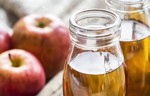 Membersihkan Jamur Pada Kaca Mobil Dengan Cuka Apel