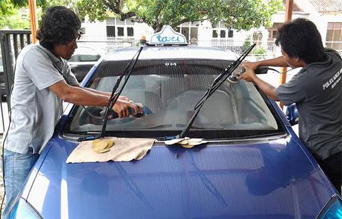 Menghilangkan Goresan Pada Mobil Dengan Cairan Amonia